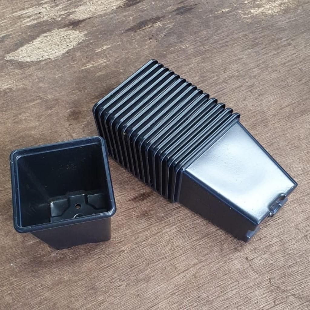 Square Plastic Plant Pot 7cm x 15 pack